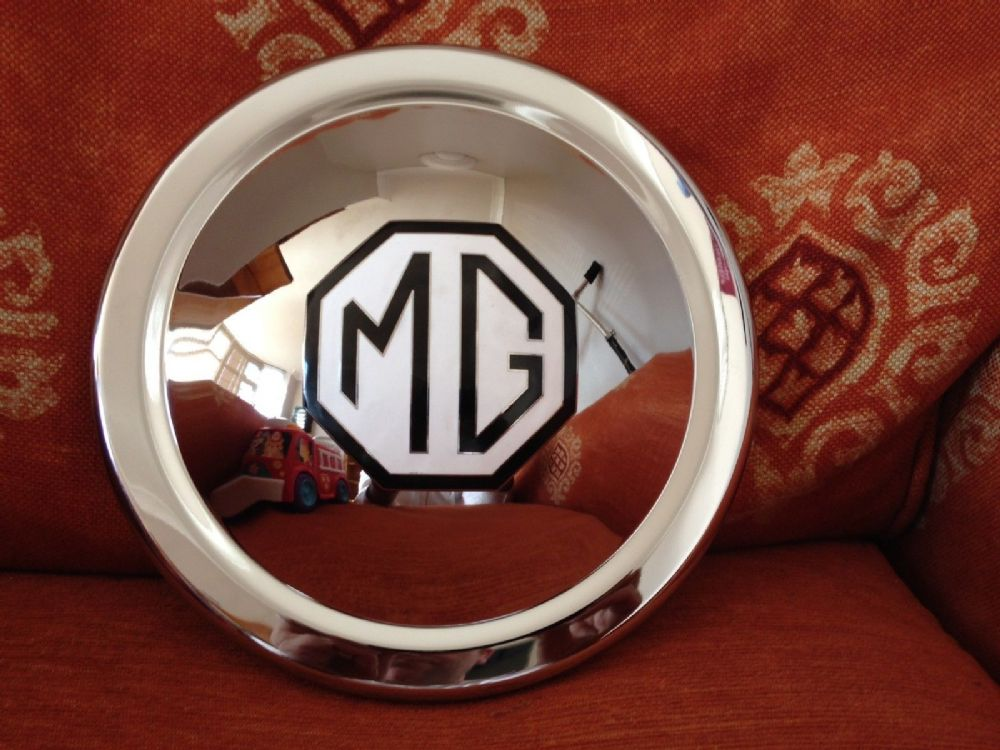 MGTF  MG TF BRAND NEW SPARE WHEEL HUB CAP AND CHROME ENAMEL MEDALLION FITTED